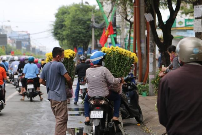 Chợ hoa Cần Thơ nhộn nhịp ngày 30 Tết ảnh 4