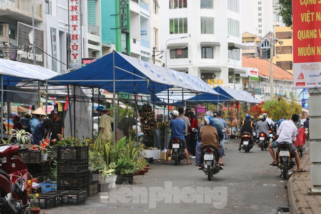 Chợ hoa Cần Thơ nhộn nhịp ngày 30 Tết ảnh 13