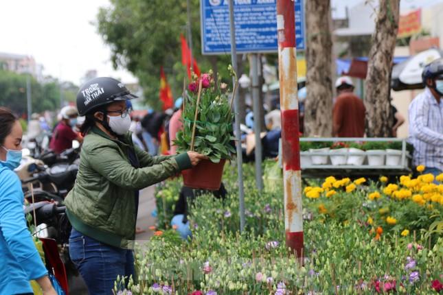 Chợ hoa Cần Thơ nhộn nhịp ngày 30 Tết ảnh 3