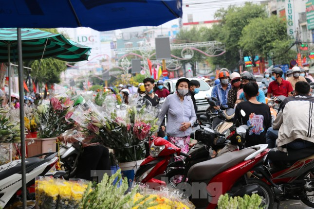 Chợ hoa Cần Thơ nhộn nhịp ngày 30 Tết ảnh 8