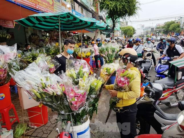 Chợ hoa Cần Thơ nhộn nhịp ngày 30 Tết ảnh 12