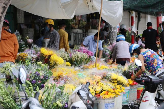 Chợ hoa Cần Thơ nhộn nhịp ngày 30 Tết ảnh 11
