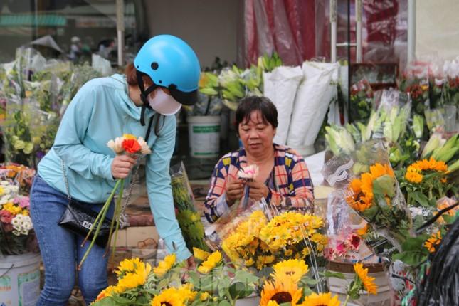 Chợ hoa Cần Thơ nhộn nhịp ngày 30 Tết ảnh 9