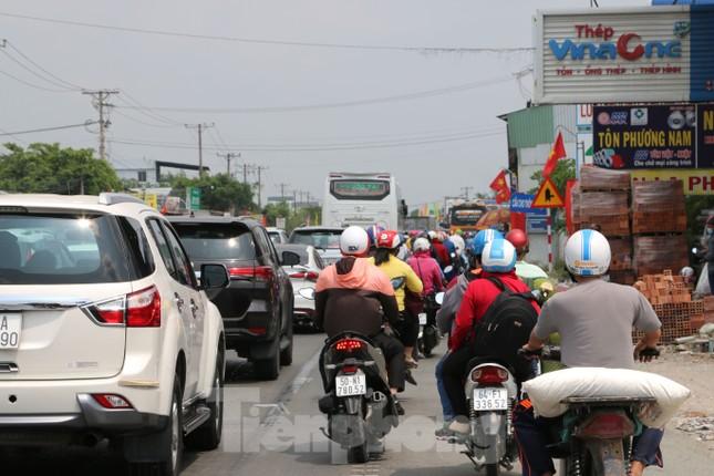 Người miền Tây hối hả trở lại TPHCM sau kỳ nghỉ Tết ảnh 11