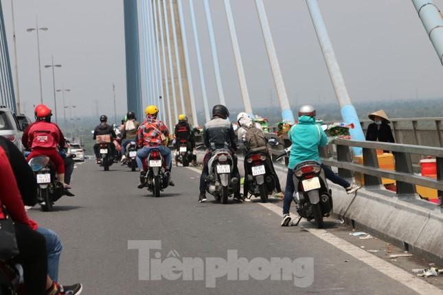 Người miền Tây hối hả trở lại TPHCM sau kỳ nghỉ Tết ảnh 9