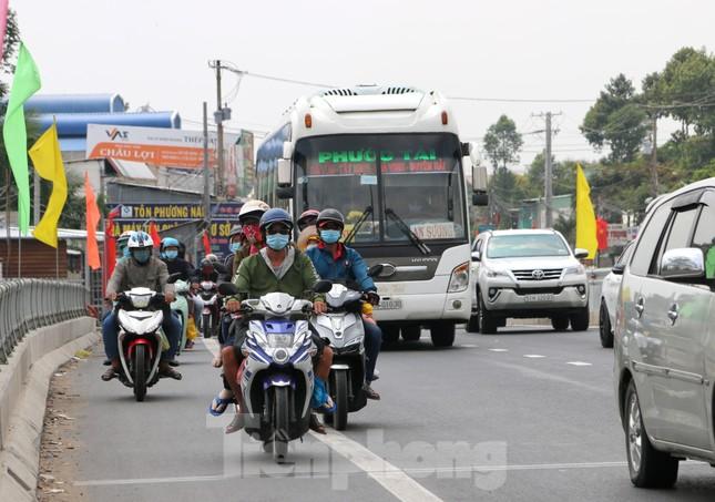 Người miền Tây hối hả trở lại TPHCM sau kỳ nghỉ Tết ảnh 10