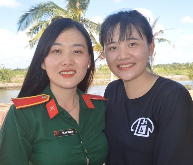 Ba bóng hồng cùng huyện ở Sóc Trăng tình nguyện nhập ngũ ảnh 3