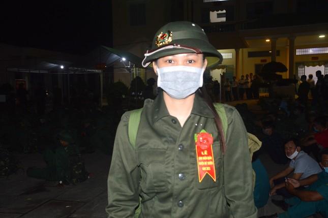 Ba bóng hồng cùng huyện ở Sóc Trăng tình nguyện nhập ngũ ảnh 1