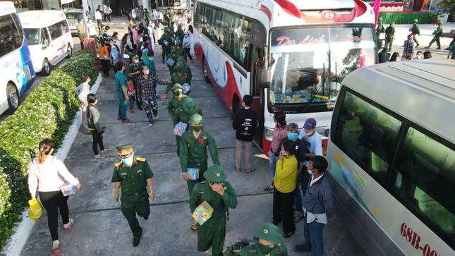 Trưởng Ban Dân vận Trung ương Trương Thị Mai dự ngày hội giao, nhận quân ở Sóc Trăng ảnh 6