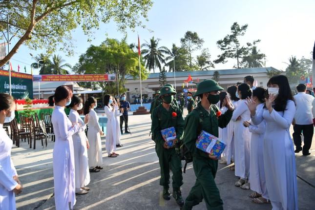 Trưởng Ban Dân vận Trung ương Trương Thị Mai dự ngày hội giao, nhận quân ở Sóc Trăng ảnh 5
