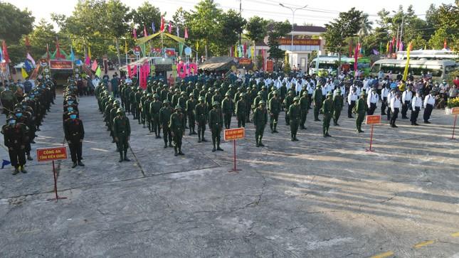 Trưởng Ban Dân vận Trung ương Trương Thị Mai dự ngày hội giao, nhận quân ở Sóc Trăng ảnh 4