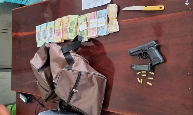 Vụ cướp ngân hàng ở Kiên Giang: Mua súng 21 triệu, cướp gần 400 triệu đồng ảnh 2
