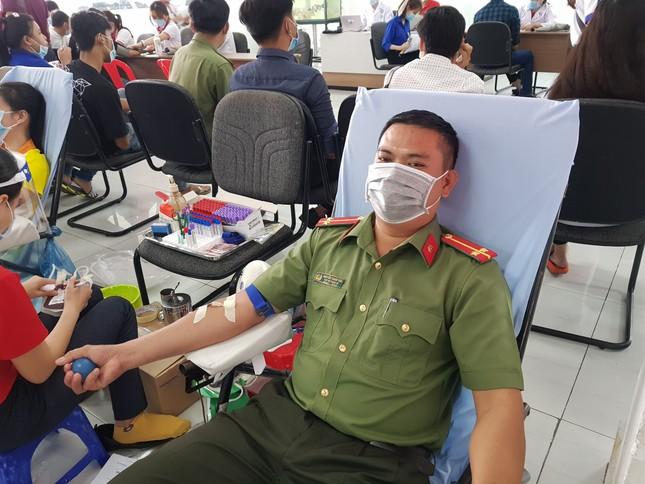 Trung uý công an 22 lần hiến máu ảnh 1
