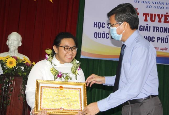 Kiên Giang: 11 học sinh đạt giải quốc gia được thưởng từ 20 - 80 triệu đồng/bạn ảnh 1