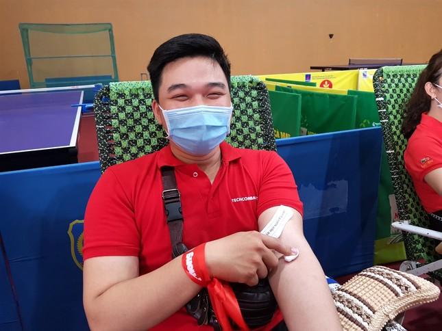 Chủ nhật Đỏ tại Cà Mau: Cựu sinh viên 27 lần hiến máu ảnh 3
