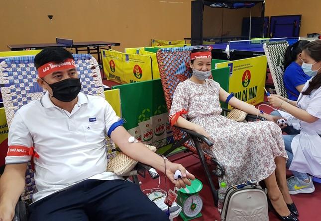 Chủ nhật Đỏ tại Cà Mau: Cựu sinh viên 27 lần hiến máu ảnh 2