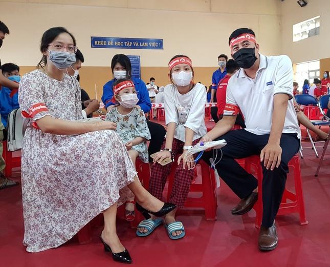 Chủ nhật Đỏ tại Cà Mau: Cựu sinh viên 27 lần hiến máu ảnh 1