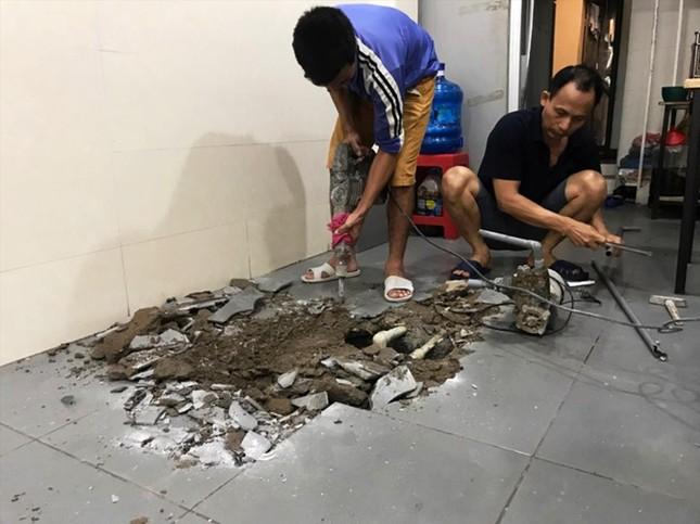 Hậu sự cố ô nhiễm nước sông Đà: Đền bù dân một tháng tiền nước, công bằng chưa? ảnh 1