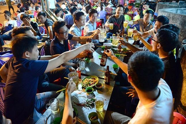 Báo động trẻ hóa tuổi uống rượu bia ảnh 1