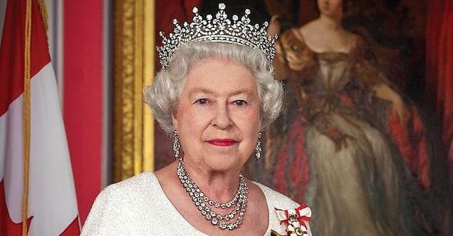 """Màn """"dứt áo ra đi"""" khỏi Hoàng gia Anh của vợ chồng Harry - Meghan được dựng thành phim ảnh 3"""