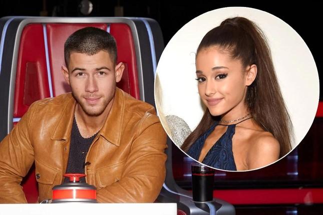 """NÓNG: Ariana Grande thay Nick Jonas làm huấn luyện viên """"The Voice"""" bản Mỹ mùa 21 ảnh 2"""