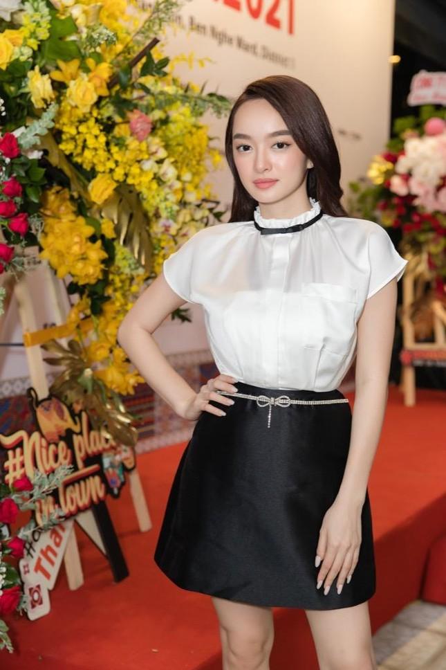 """Kaity Nguyễn được Khương Lê chăm sóc tận tình tại sự kiện, fan lập tức """"đẩy thuyền"""" ảnh 1"""