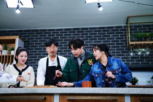 """""""Ăn Đi Rồi Kể"""" lên sóng, Trịnh Thăng Bình tương tác cực đáng yêu với thành viên Oh My Girl ảnh 9"""