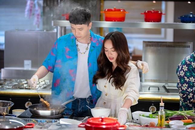 """""""Ăn Đi Rồi Kể"""": Trịnh Thăng Bình - Diệu Nhi chiến thắng OH MY GIRL với chiêu """"lật chảo"""" ảnh 6"""