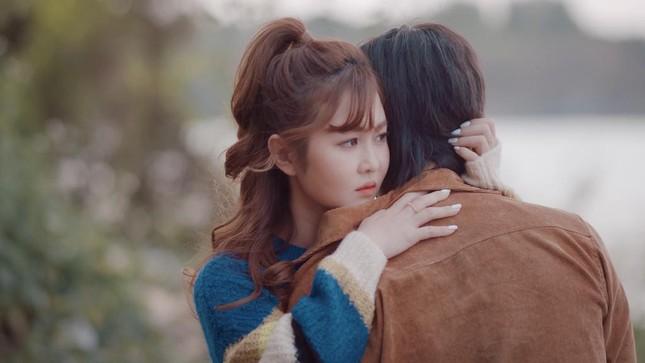 """Trở lại với """"Người khóc cùng anh"""", Hồ Quang Hiếu khuấy động Top Trending YouTube ảnh 2"""