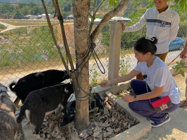 Hoa hậu Kỳ Duyên về Quảng Nam xây nhà cho bà con tái thiết cuộc sống sau lũ ảnh 2