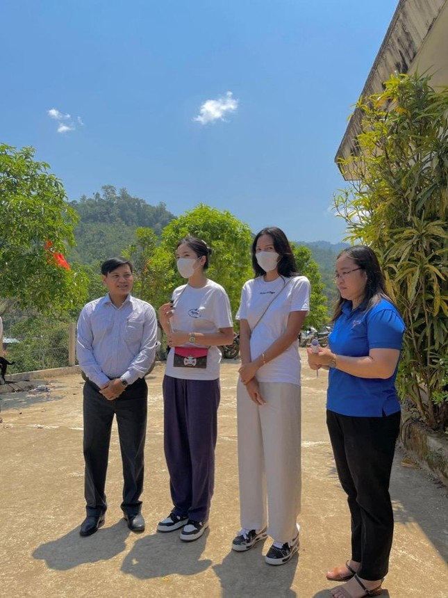 Hoa hậu Kỳ Duyên về Quảng Nam xây nhà cho bà con tái thiết cuộc sống sau lũ ảnh 1