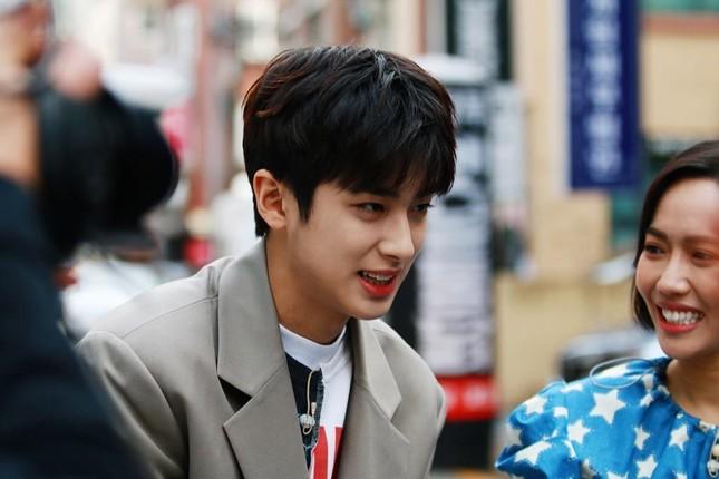 """Diệu Nhi lại hóa fangirl """"u mê"""" khi đối mặt với trai đẹp Kim Min Kyu trong """"Ăn Đi Rồi Kể"""" ảnh 3"""