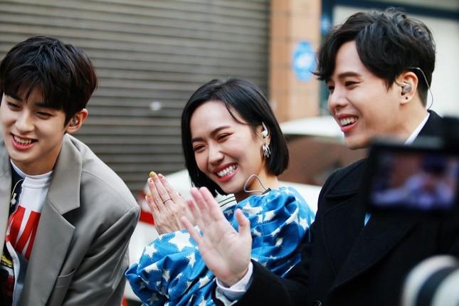 """Diệu Nhi lại hóa fangirl """"u mê"""" khi đối mặt với trai đẹp Kim Min Kyu trong """"Ăn Đi Rồi Kể"""" ảnh 1"""