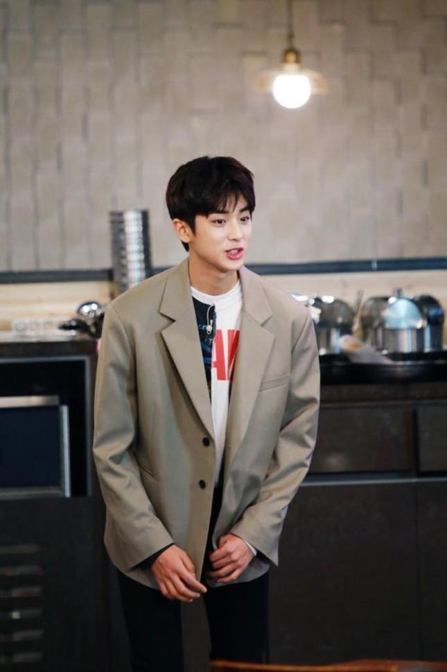 """Diệu Nhi lại hóa fangirl """"u mê"""" khi đối mặt với trai đẹp Kim Min Kyu trong """"Ăn Đi Rồi Kể"""" ảnh 2"""