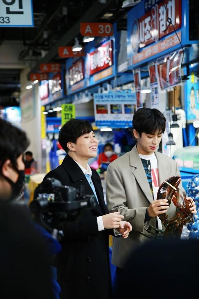"""Diệu Nhi lại hóa fangirl """"u mê"""" khi đối mặt với trai đẹp Kim Min Kyu trong """"Ăn Đi Rồi Kể"""" ảnh 5"""