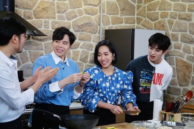 """Diệu Nhi lại hóa fangirl """"u mê"""" khi đối mặt với trai đẹp Kim Min Kyu trong """"Ăn Đi Rồi Kể"""" ảnh 7"""