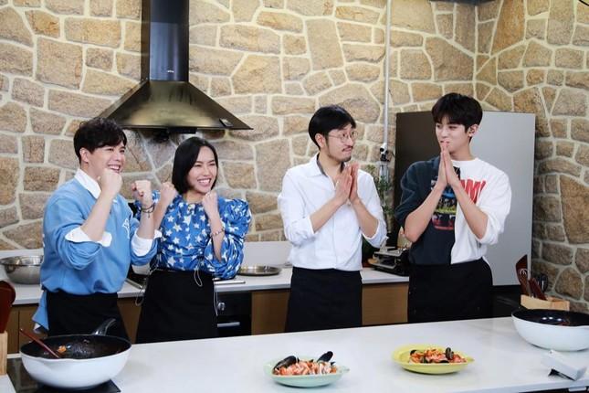 """Diệu Nhi lại hóa fangirl """"u mê"""" khi đối mặt với trai đẹp Kim Min Kyu trong """"Ăn Đi Rồi Kể"""" ảnh 6"""