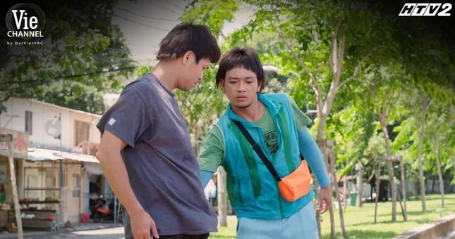 Cây Táo Nở Hoa: Nhã Phương nhảy nhót giữa chợ, chạy trốn khỏi màn truy đuổi của Thái Hòa ảnh 1