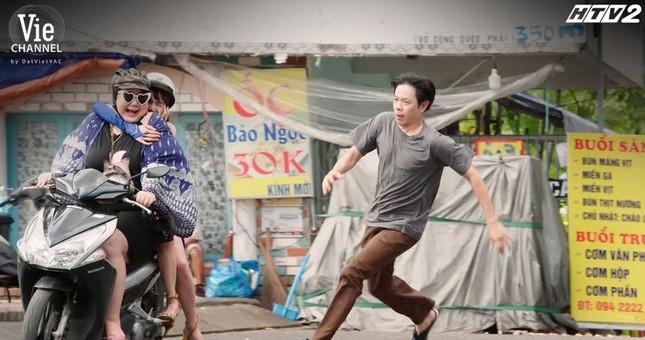 Cây Táo Nở Hoa: Nhã Phương nhảy nhót giữa chợ, chạy trốn khỏi màn truy đuổi của Thái Hòa ảnh 2
