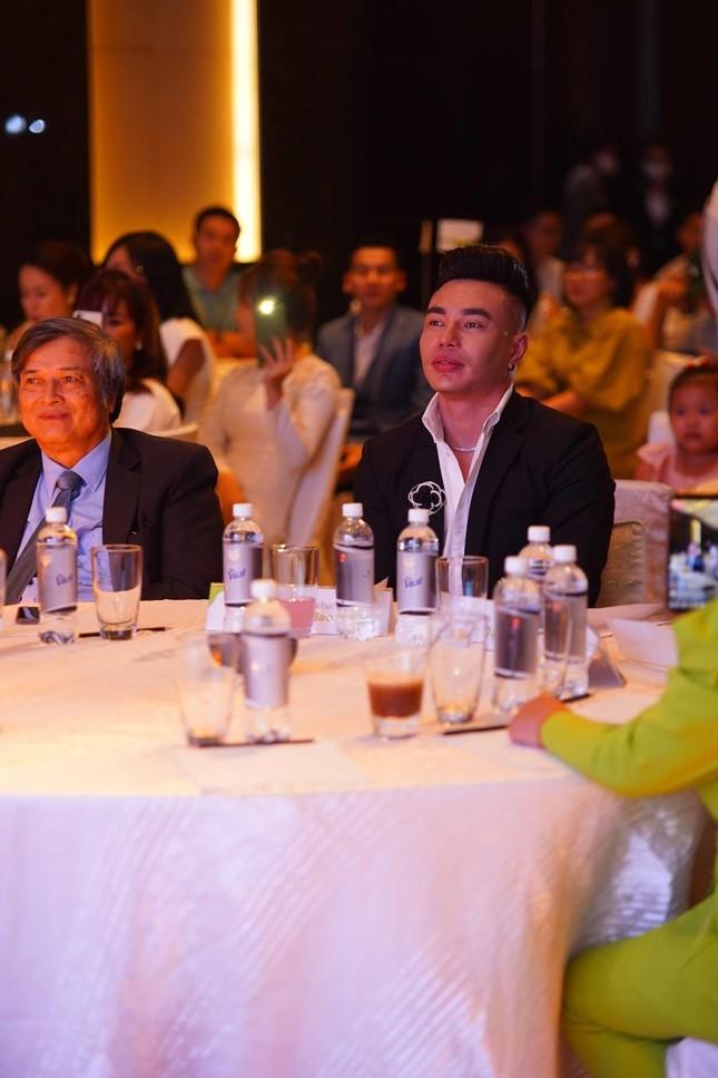 """Lê Dương Bảo Lâm phủ nhận chuyện """"học đòi"""" làm CEO, khẳng định sẽ không từ bỏ nghệ thuật ảnh 3"""