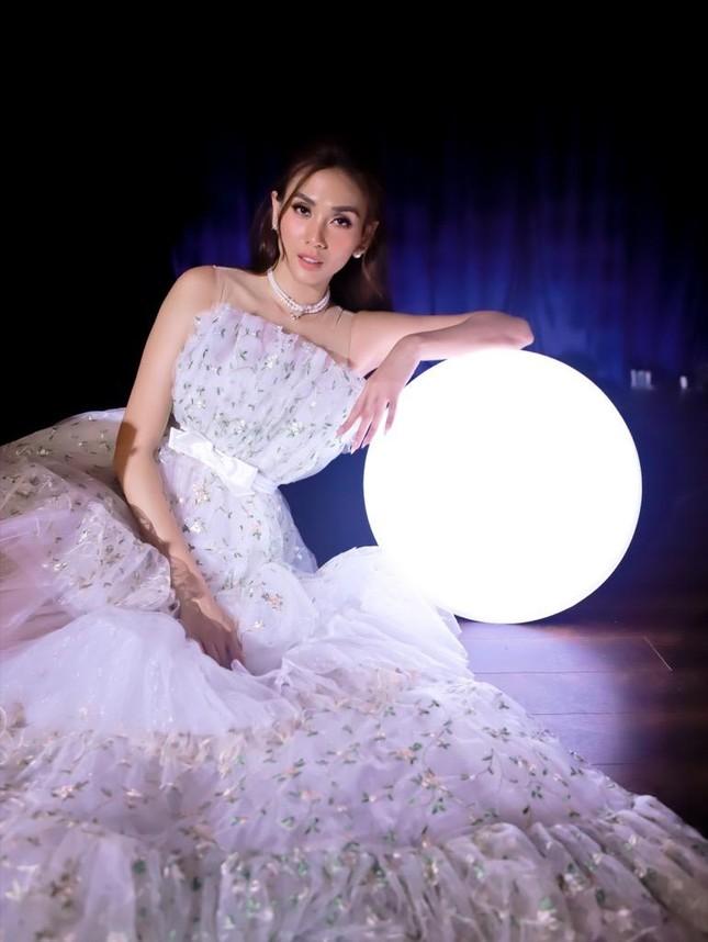 """Võ Hoàng Yến, Rima Thanh Vy hóa """"tiên nữ Winx"""", Ali Hoàng Dương """"diễn hài"""" trong MV mới ảnh 3"""