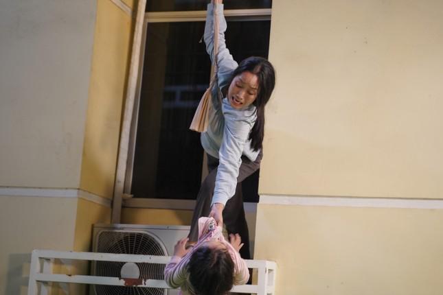 """Lý Hải tiết lộ hậu trường cảnh mạo hiểm của mẹ con Ốc Thanh Vân trong """"Lật Mặt: 48H"""" ảnh 1"""