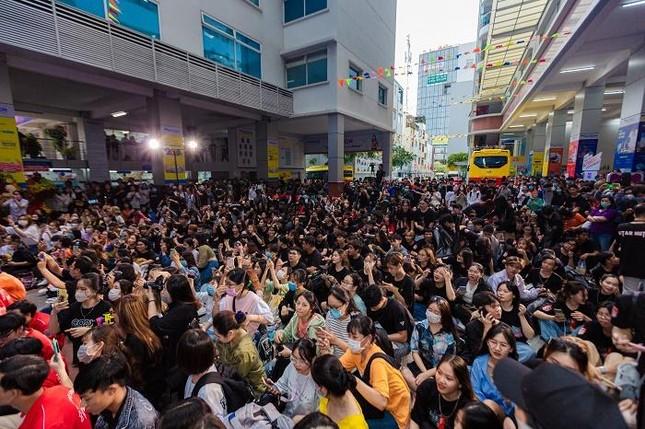 """Yuno Bigboi, Ricky Star, Uni5 mang loạt hit triệu view """"đột kích"""" các trường đại học ảnh 2"""