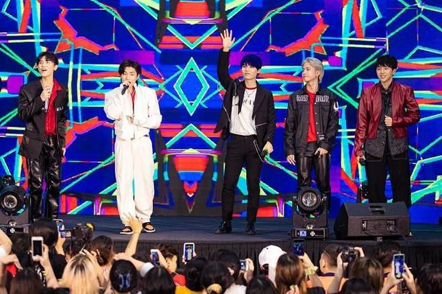 """Yuno Bigboi, Ricky Star, Uni5 mang loạt hit triệu view """"đột kích"""" các trường đại học ảnh 1"""