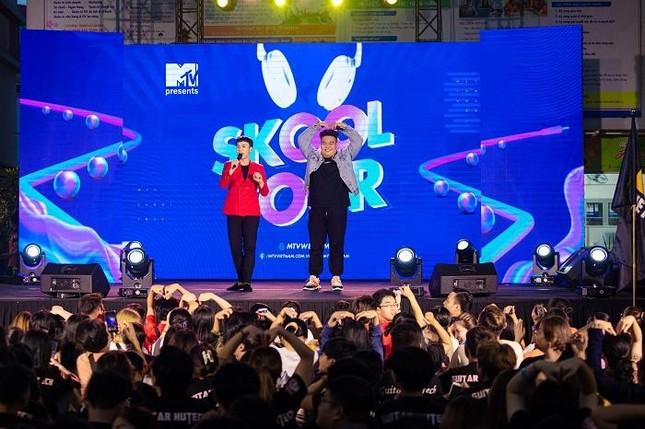 """Yuno Bigboi, Ricky Star, Uni5 mang loạt hit triệu view """"đột kích"""" các trường đại học ảnh 5"""