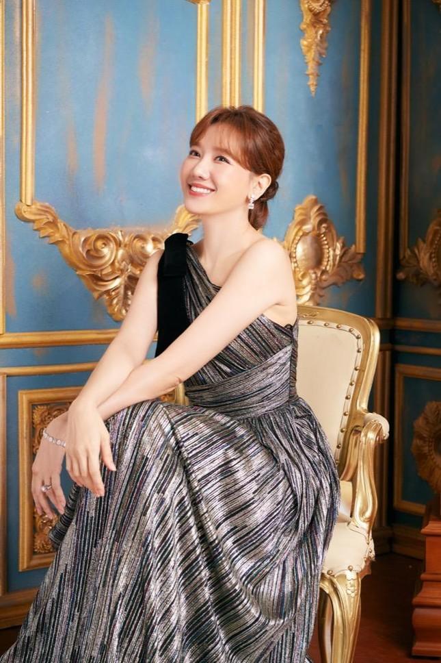 Vợ chồng Trấn Thành - Hari Won lọt Top sao Việt có sức ảnh hưởng trên mạng xã hội ảnh 4