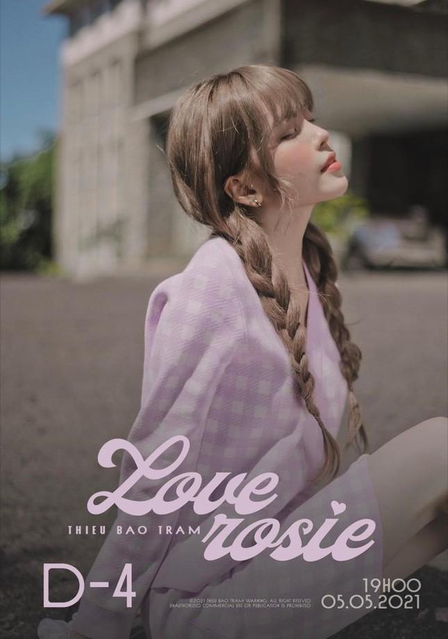 """Thiều Bảo Trâm tung teaser cho """"Love Rosie"""", tên ca khúc mới có liên quan BLACKPINK Rosé? ảnh 1"""