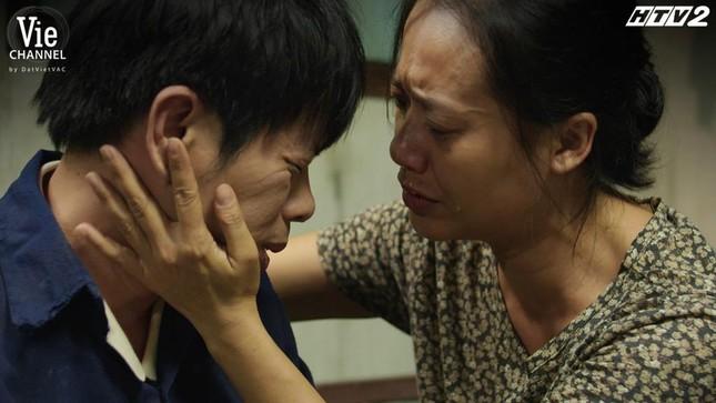 Cây Táo Nở Hoa Tập 14: Thái Hòa òa khóc trong vòng tay Hồng Ánh, quyết tâm giải cứu em gái ảnh 4