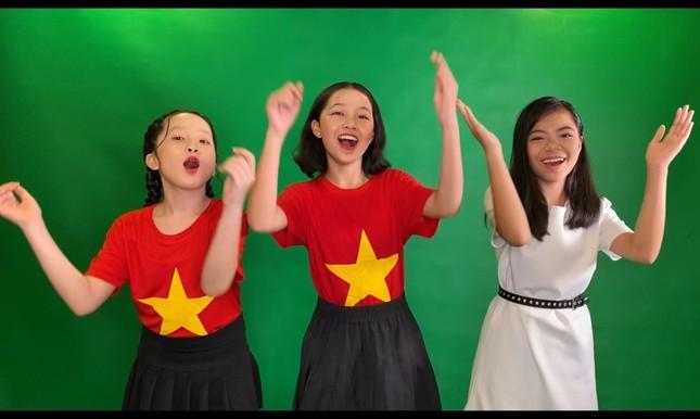 Sao Việt 24H: Lynk Lee khoe ảnh cực xinh, Lưu Thiên Hương cùng học trò ra mắt ca khúc mới ảnh 2