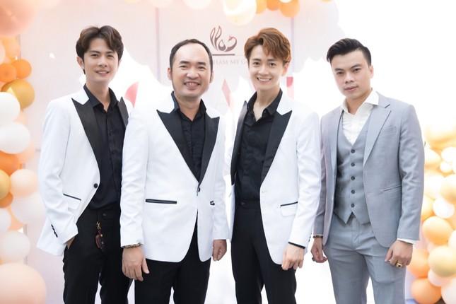 Trường Giang, Ninh Dương Lan Ngọc chúc mừng Ngô Kiến Huy lên chức ông chủ ảnh 1